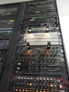 """プライべート使用では""""史上最強""""!と思わせる19インチ業務用音響機器とサーバー用ラックシステム-19inch-""""RackSystem""""の紹介-""""MIDDLE ATLANTIC-SLIM5シリーズ""""(5-43-5MM 43U)のレビュー【事故の詳細】"""