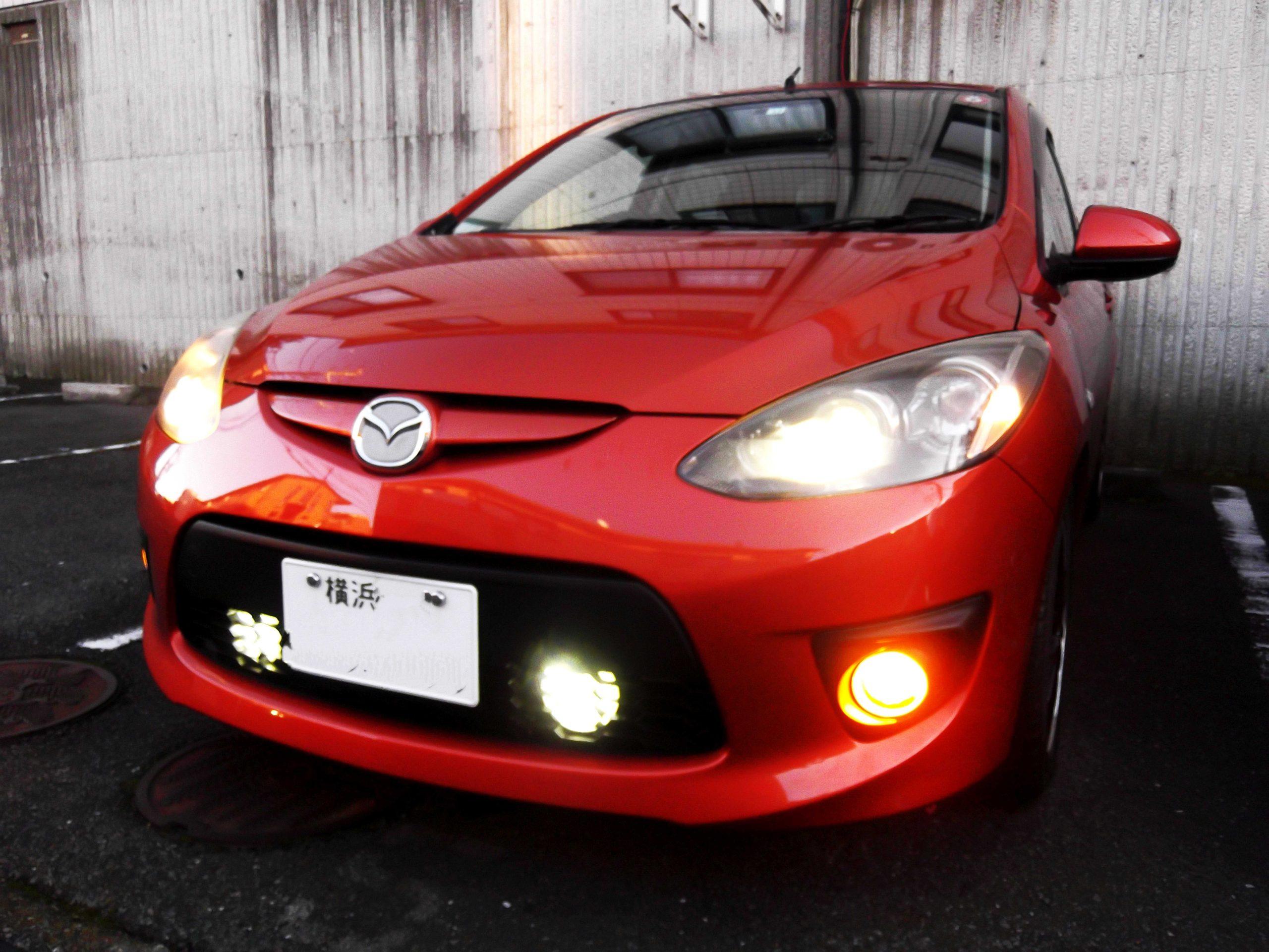 強烈な閃光力!!-6000k(ケルビン)LED丸型投光器を自動車のフロント内部のグリルの内側に装着した!!-成功レビュー